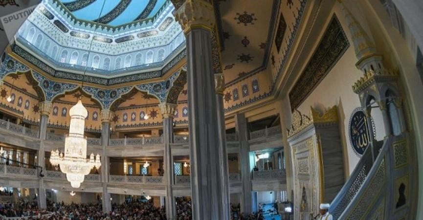 Moskvanın Came məscidindən canlı Quran tilavəti yayımlanır